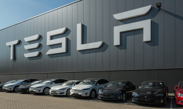 Tesla's older cars will lose connectivity in the US