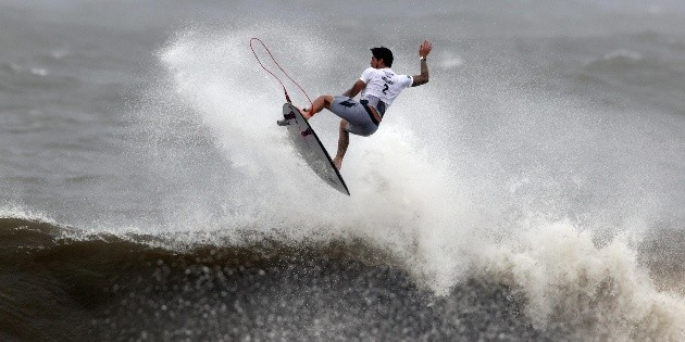 Surfing: The Brazilians start with everything in the Mexico stage of surfing the world.  WSL
