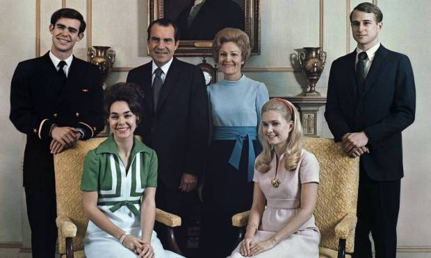 Julie and David Eisenhower, President, Richard Nixon, First Lady, Pat Nixon, Portrait of the Nixon family with Tricia and Edward Cox, December 24, 1971 Photo: Archive / White Gauss