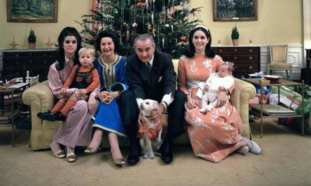 US President Lyndon Johnson and his family on Christmas Eve 1968 in the Yellow Oval Office of the White House.  Lucy Johnson Nugent, Lynn Nugent, Lady Bird Johnson, Lyndon Johnson, Linda Johnson Robb and Lucinda Robb, sitting on the sofa Photo: Frank Wolfe / LBJ Library