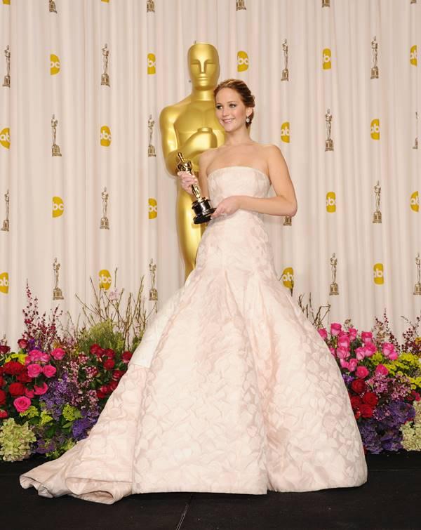 Jennifer Lawrence with Oscar Statue