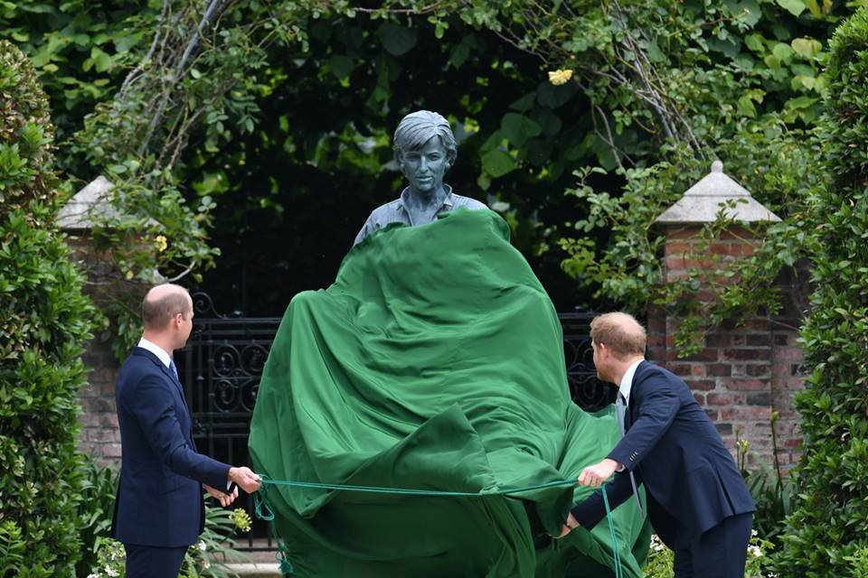 Princess William and Harry at the Diana Statue Launch Event_1