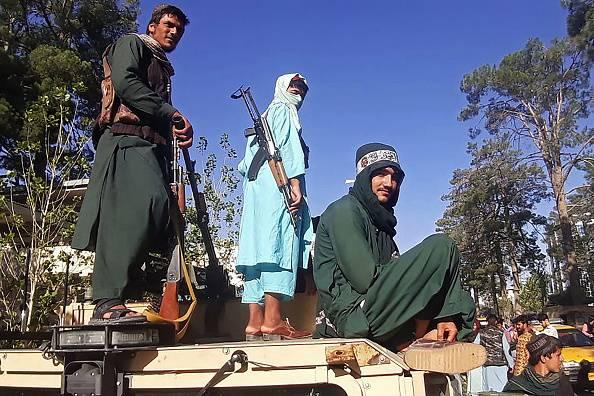 Talibã ordena paralisação da vacinação contra covid-19 no Afeganistão