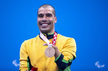 Daniel Dias displays the bronze medal he won in the 100m freestyle
