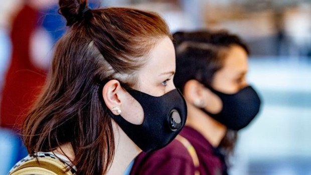 The 2020 Look: Face coverings are mandatory for those stepping out (Photo: GETTY IMAGES)