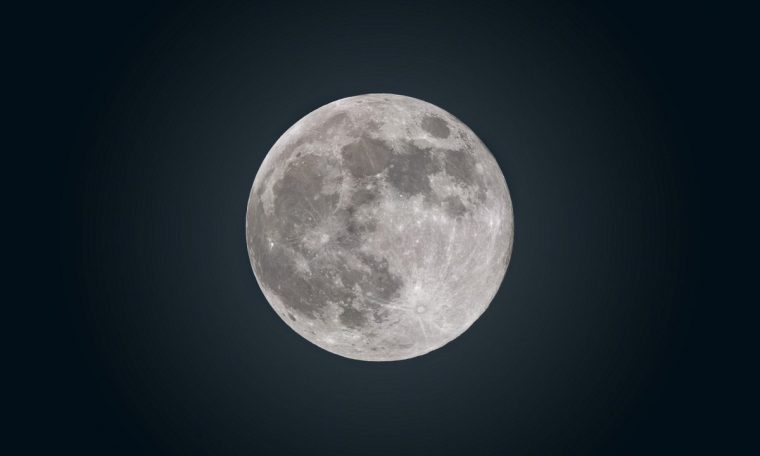 Blue Moon: Understand why we'll still have a true 'Blue Moon' on a Sunday without the color change.  science and health