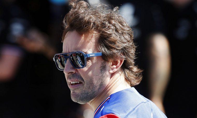 """F1- Alonso: """"Viés britânico da F1"""" tornou Verstappen e eu os vilões"""