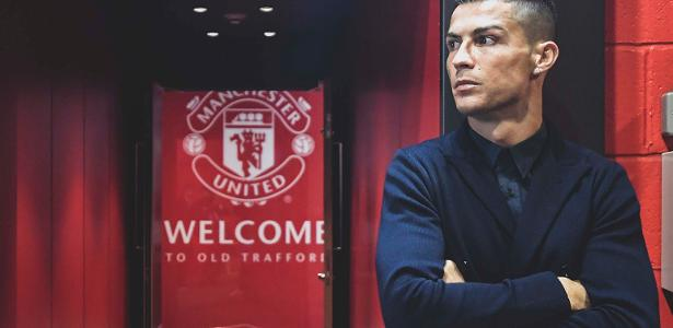 Cristiano Ronaldo signs a two-year contract with Manchester United