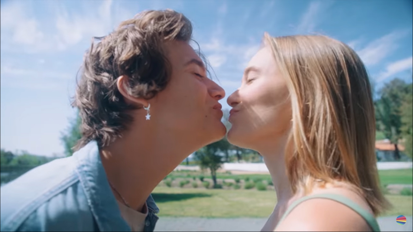 """Now combined: Watch behind-the-scenes kisses in production """"love love love"""""""