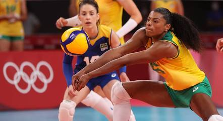 With Silver, Fê Gare and Camilla Brett bid farewell to volleyball team