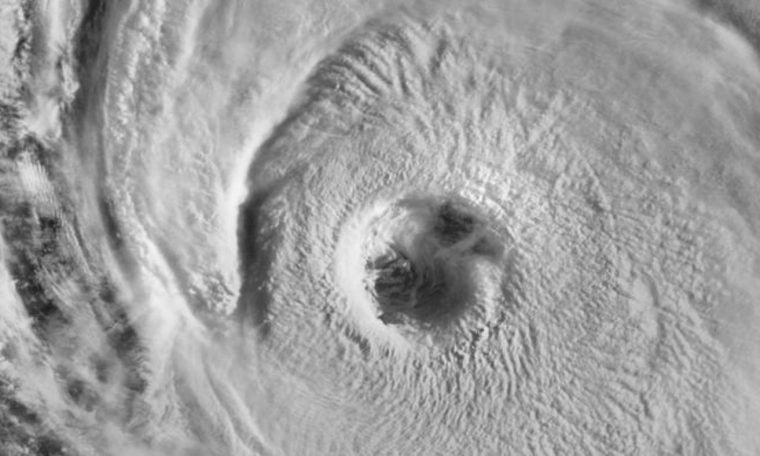 Another big storm brings waves of up to 15 meters in the Atlantic