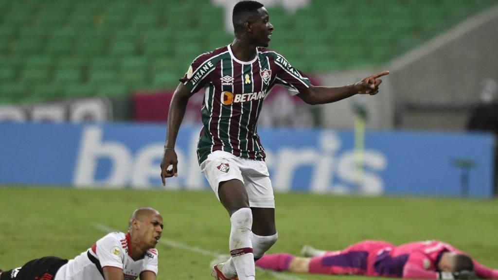 Fluminense beat Sao Paulo 2-1 in Maracan