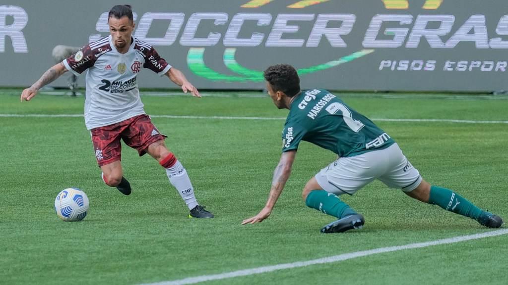 Flamengo and Palmeiras face to face in Sao Paulo