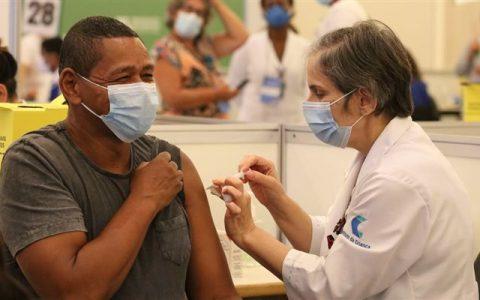 O programa de vacinação brasileiro não está entre os aceitos pelo Reino Unido