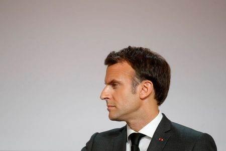 Emmanuel Macron pode se beneficiar de briga com Reino Unido
