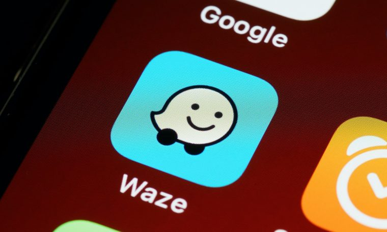 Does Waze show the actual speed of your vehicle?