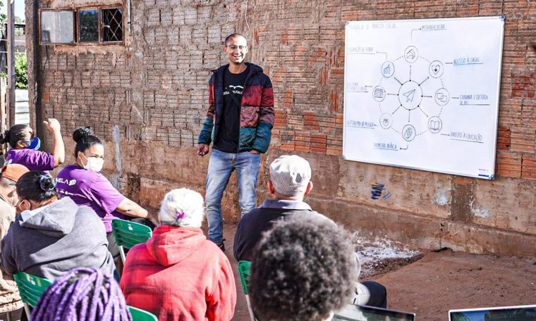 Brazilian social entrepreneur Edu Lyra has created an operation in the United States to promote the Digital Favelas project