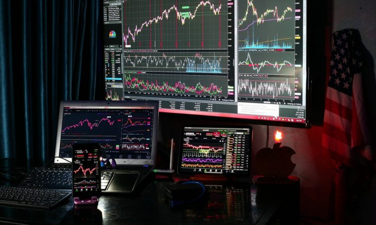 NY stock closed without direction in the face of a complex economic recovery.  finance