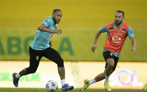 """The CBF expects a special request by the """"English"""", and the tit lists 35 players;  Flemish with four 