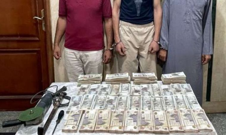 """Theft """"from the inside"""" of an Egyptian bank treasury..Security arrested the accused"""