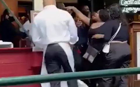 Tourists attack restaurant worker asking for proof of vaccination in New York