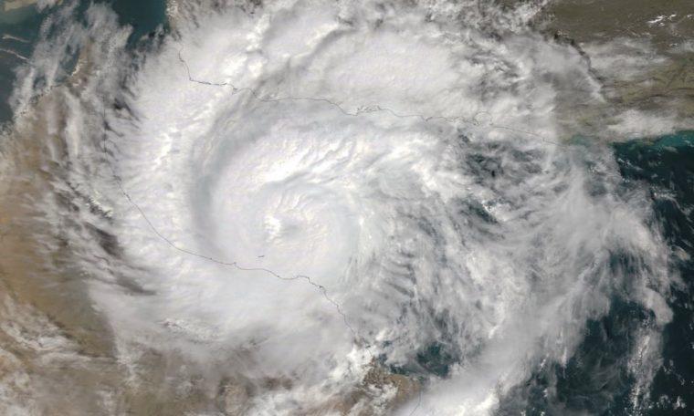 """<span class=""""entry-title-primary"""">Furacão em pleno deserto traz chuva de cinco anos em um dia</span> <h2 class=""""entry-subtitle"""">Ciclone Shaheen fez história ao atingir Omã com inundações e deslizamentos de terra em uma das áreas mais áridas do planeta</h2>"""