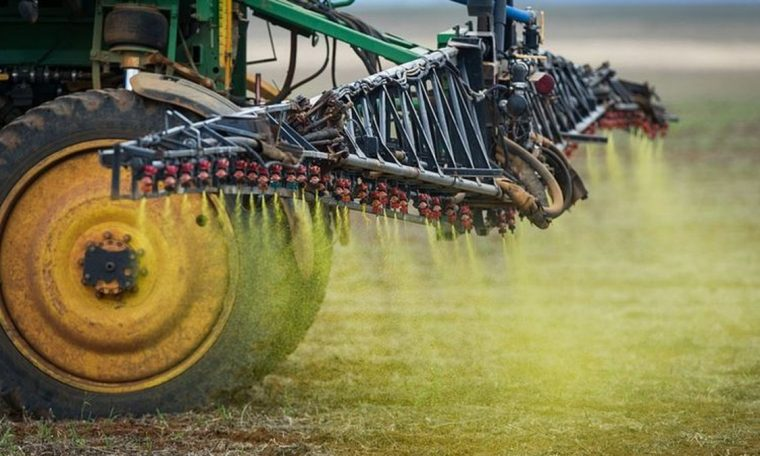 Brazil allows registration for pesticides with dicamba banned by US courts.  agribusiness