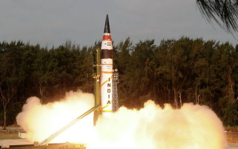 India successfully test-fires first nuclear-capable intercontinental ballistic missile (Video)