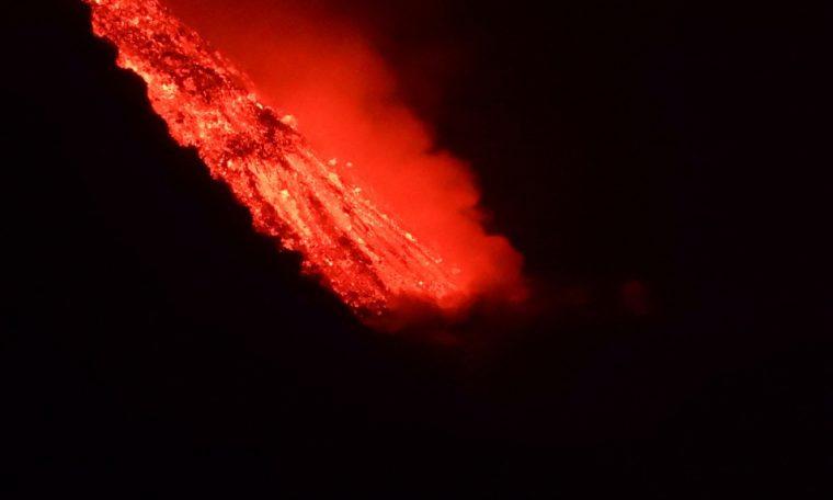 New crack in volcano threatens villages on Spanish island of La Palma
