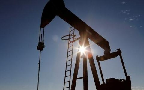 Oil prices fall with forecast of mild winter in US