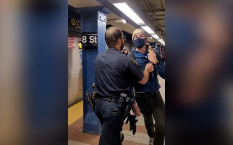 Young man fired from New York subway for asking police to wear mask;  Watch Video |  World